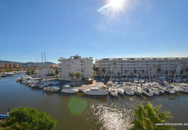 Apartamento en Rosas / Roses - ISAR21- Apartamento con vista a los canales